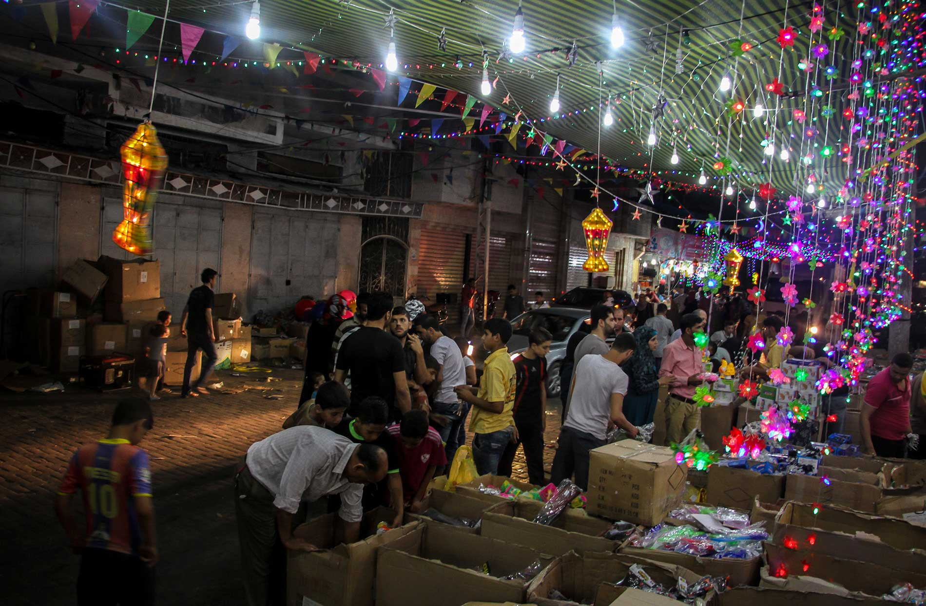 RAMADAN NIGHT IN GAZA 2016 Ramadan, a holy month for Muslims, a month of fasting and a month of nighttime celebrations.