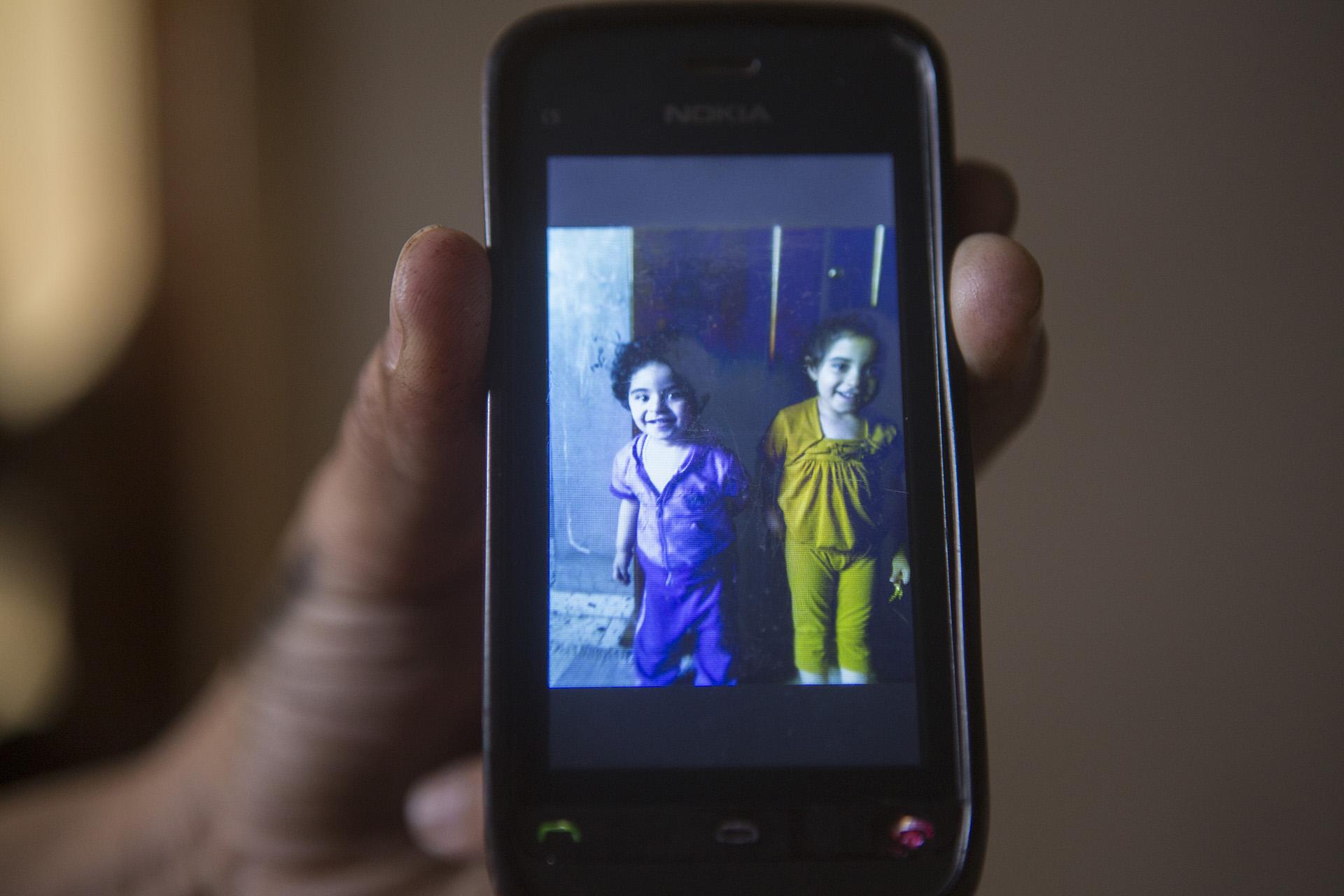 Foto von Hala und Jana, Mohammeds Nichten, die bei dem Luftangriff gemeinsam mit ihren Eltern ums Leben kamen.