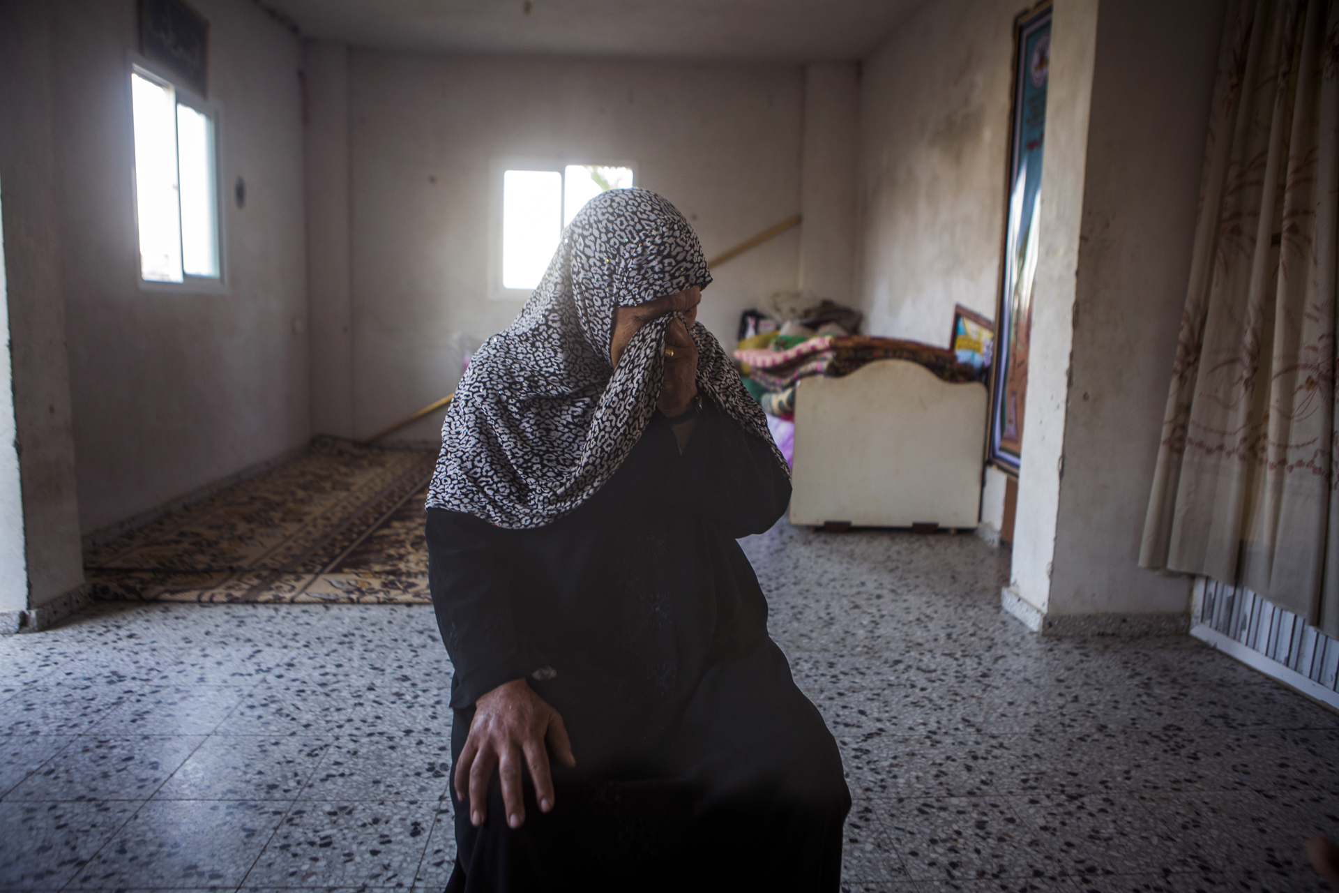 دلال بتقول: لما الشظية ضربت البيت، هربنا لبره عشان ننقذ حياتنا.